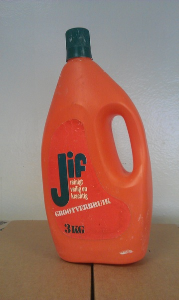 Kan iemand me vertellen hoe oud deze verpakking van #jif wel niet is? #dtv #collectersitem