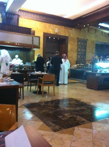 مؤتمرالعمال العرب لبحث البطالة،خلال الاستراحة والغداء  تعليق:متى ماتم توجيه مصروفات المؤتمرات المزيفةستجدون حل للبطالة!