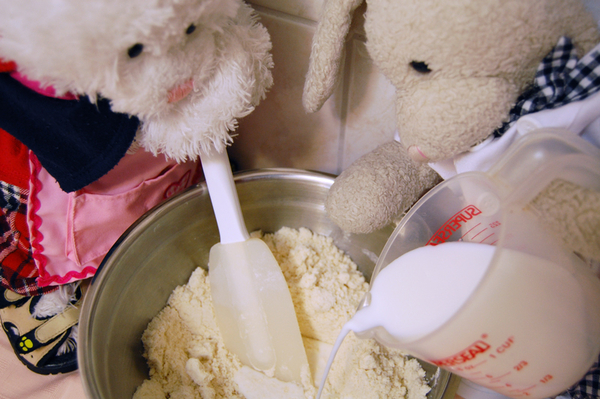 Pour in milk little by little, come on Rufus, keep up!! #cookinwifrabbits #cooking #baking