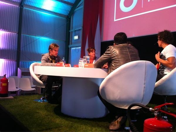 Ik voel het: dit wordt de interessantste sessie van heel #picnic2011 / #picnic @ hangar B.