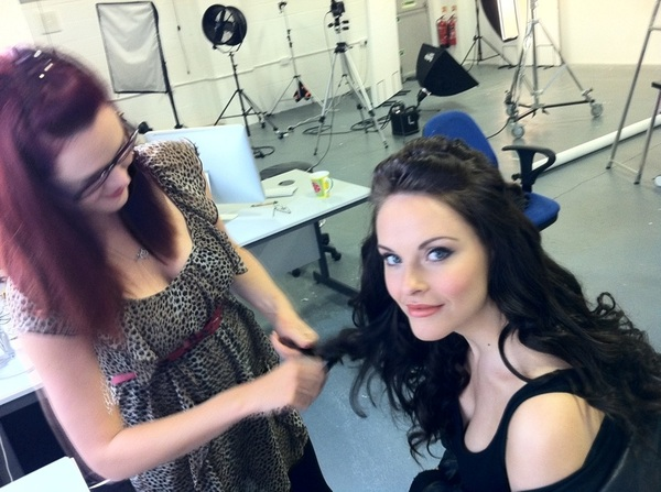 Laura Garrett from Nevs being made up by Vicky Barnes http://j.mp/rm6BlW