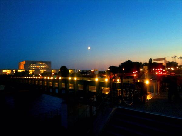 Ich weiß wirklich nicht was an #Berlin bei #Nacht hübsch sein soll. Nicht hübsch, sondern GROSSARTIG!