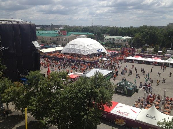 Gaat ie! Laatste #CSSHOW uit Charkov. Oranjesfeertje komt al lekker op gang! #3FM #EK12 #PorNed