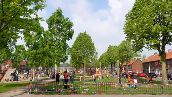 Gelukkig was de zon erbij deze voormiddag. Mooie Koningsspelen voor de schooljeugd die vanmiddag aan hun meivakantie beginnen. 14 Graden tegen het middaguur in onze Bredase woonwijk Belcrum. #buienradar