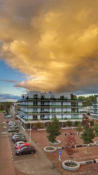 Oranje lucht boven Rotterdam #buienradar