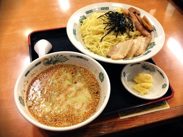 スープちょっと薄味?…疲れてんのかなぁ~(´・_・`) 因みにいつも日高屋さんでは、生姜を付けてもらいます♪