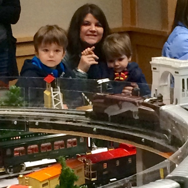 Mike the #TrainMan showing #trains to kids at Bend public library @VisitBendOR. #train #visitbend
