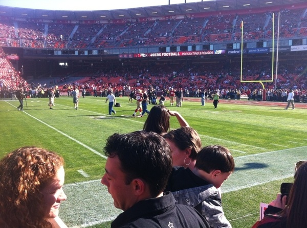 PIC: 49ers sidelines pre-game! Now in @Vivek box w  @histepper33 and YouTube Founder @Chad_Hurley (nice guy!)