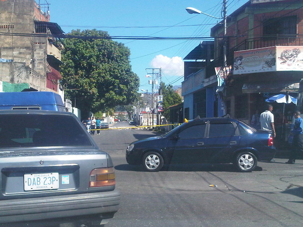 D noticagua Esta calle para salir de #Cagua esta trancada. El verdadero CAOS! Que ineficiencia la de éstos responsables!