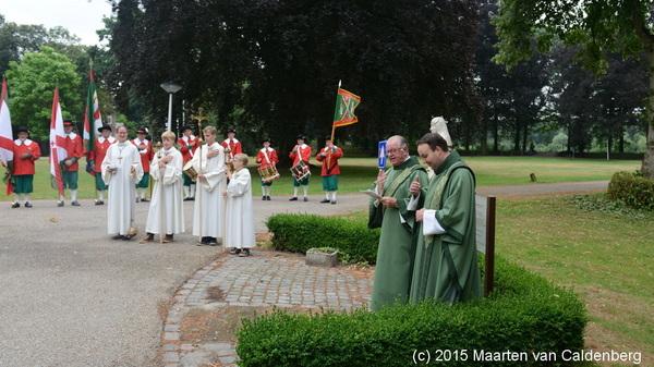 Na afloop van de #openluchtmis op landgoed #coudewater #rosmalen was er nog een gebed bij het beeld van Heilige Birgitta
