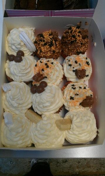 The @bakemycake treats have arrivNYOMNOMNOMOMNOM #24theweb
