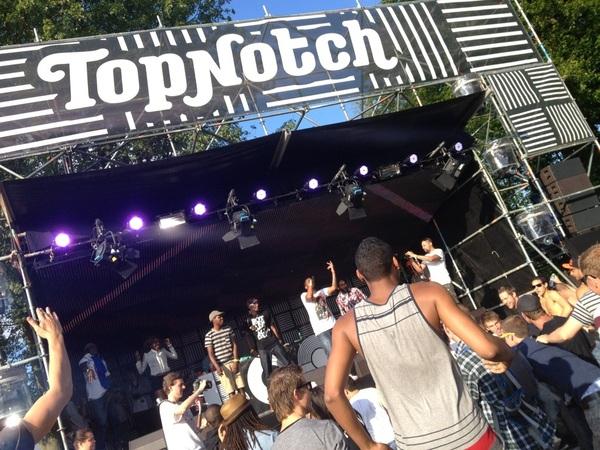 Top Notch stage op Boothstock Festival in Rotterdam. @Antonkarel @LeeroyZL @realHAYZEE zijn aan 't killen.