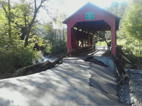 Historic covered bridge in Northfield Falls, #VT hangs tight. Pic by @SarahTomaszweski #Vermont #vtirene