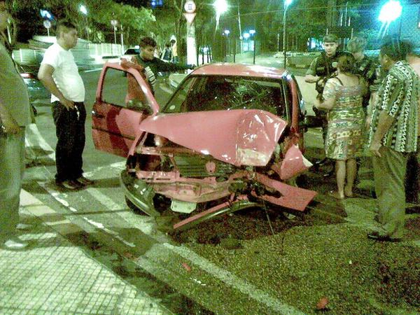 Acidente na Avenida Djalma Batista com Darcy Vargas por volta das 4:40 de hoje. @TrânsitoManaus