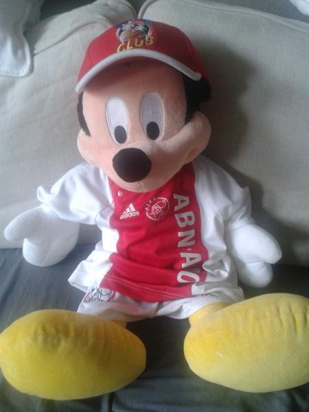 Ajax - Heerenveen aan het kijken met Mickey Mouse. :-)