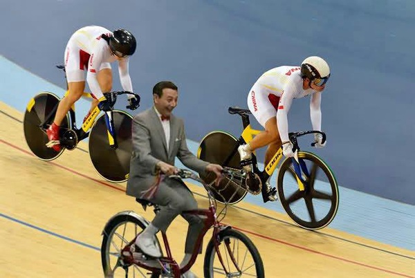 Here's @PeeWeeHerman at the Olympics. via @aprilhartsook #cycling