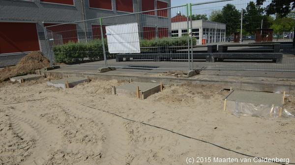 Vanmiddag is men op @rodenborch #rosmalen begonnen met de fundering van de noodunits