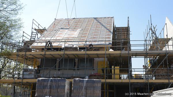 Zojuist heeft @vanwanrooijbv het dak op het eerste huis in #dehoef #rosmalen gezet #hetblazoen