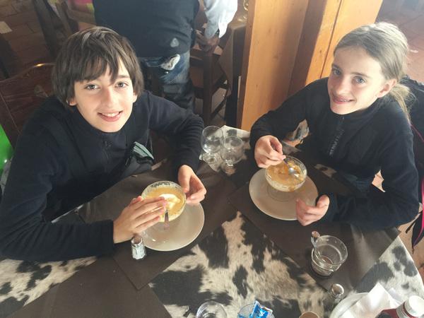 Iles flottant op de piste restaurant Le Belair Courchevel
