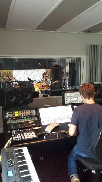 De opnames van de eerste single zijn inmiddels begonnen! letsgooo! #Votownstudio #imonit #nieuwedingen