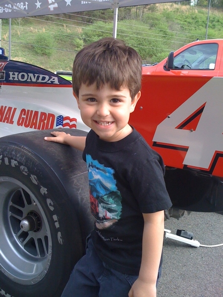 @danwheldon Do you have an official fan club? We would like to coordinate one if u r up to it.