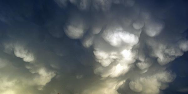 mooie wolken na een pittige bui in Rotterdam #buienradar