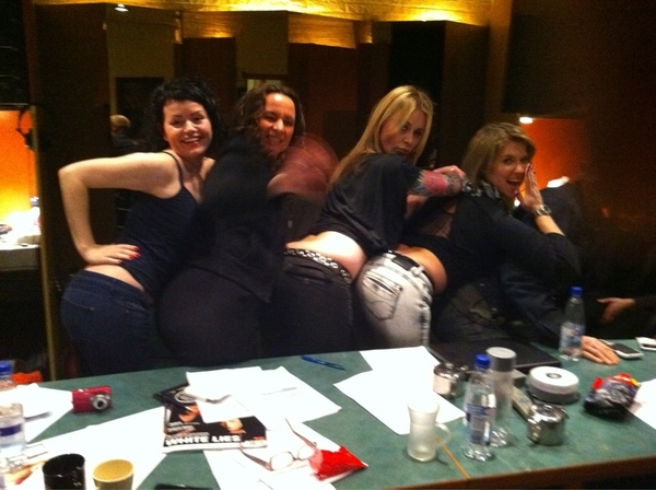 I like big butts and I cannot lie! Magic in the Studio today :-)  - jenny, Trijntje, Me and Sandra