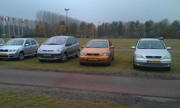 Parkeren in #walibi holland, lekker brutaal. Makkelijk uitrijden.