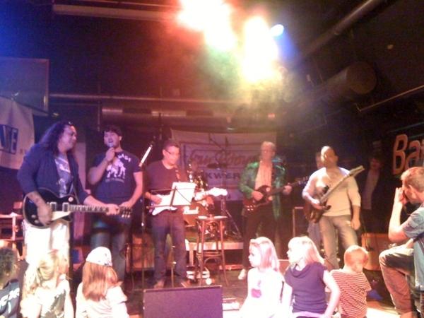 Net terug van een muziekfeest in #Sassenheim, gezellig met allemaal familie, vrienden, buren en nog zo wat.