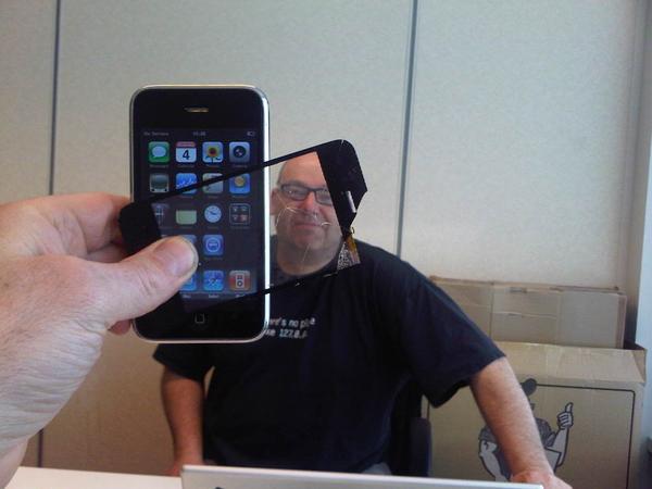 @marleenstikker je iphone heeft een nieuw scherm. Sim issue is problematisch