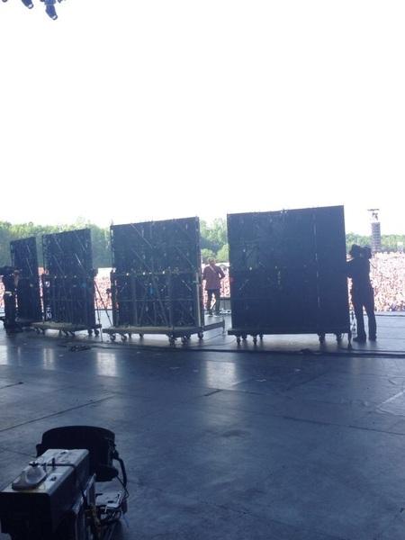 Achter de schermen bij @edsheeran! 1 man 1 gitaar 4 schermen + mega enthousiast publiek = Pinkpop op zn best!! #pp14