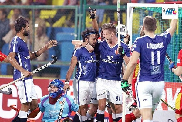 What a cool experience it was to play my first @hockeyindialeag game for @dabangmumbaihc v @ranchiraysofficial last night. Thanks paji @nikkin.32 for the well deserved equalizer! #DilSeDabang #kabangdabang #HighOnHockey