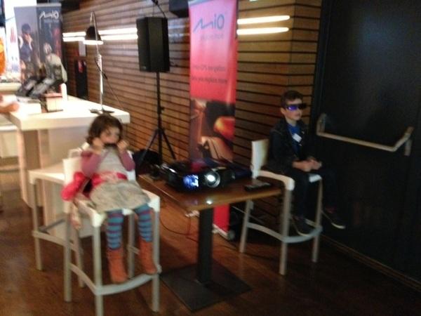 Dank Epson voor een super HD 3D Beamer €1500 met 2300 lunen kids zijn impressed