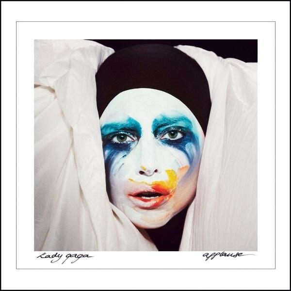 ♬ 'Applause' - Lady Gaga ♪