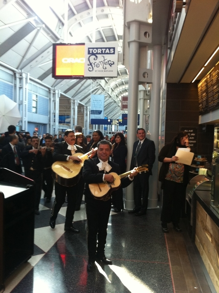 Gr8 grand opening of Tortas Frontera @ O'hare, complete w mariachis & Chgo Commissioner of Aviation.