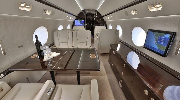 Gulfstream G550 Interior Private Jet Air Charter Flight