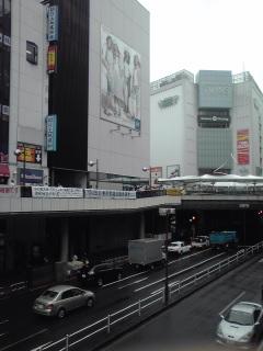 雨の町田駅前通り