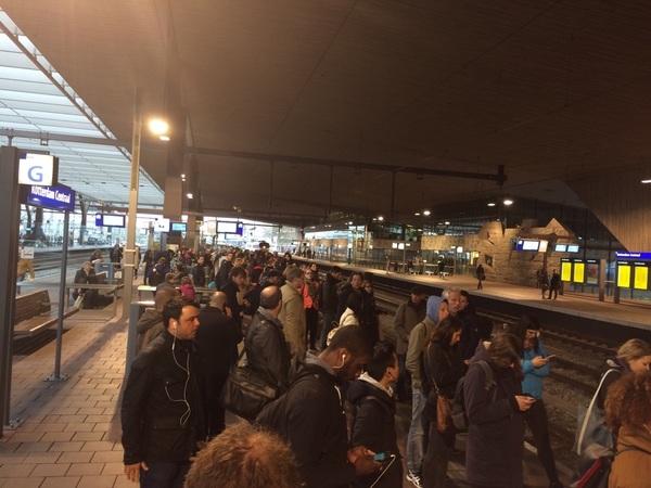 @NS_online We hebben het over drukte gisteren hé ^JJ. Dit past niet in de ICD 18:09 van R'dam naar Breda.