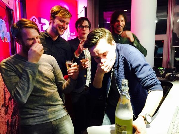 Top! Goedkope champagne drinken met de boys van @audioadam!