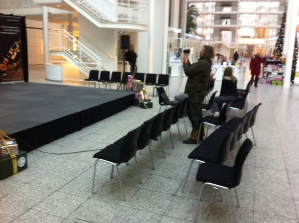 Dankzij de Gemeente Den Haag strax om 15.00 2/2 van tweeluik op de #occupydenhaag #livestream :-D