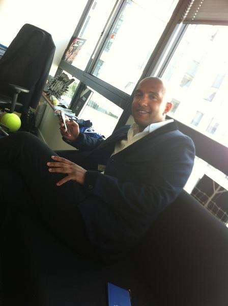 Olivier Dacourt vient d'arriver dans mon bureau. #Blanc #Liste #Eurosport
