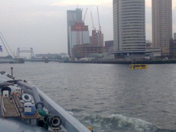 Even alle gekheid in een busje maar wat zijn de regels op het water als er een bus van rechts komt haha