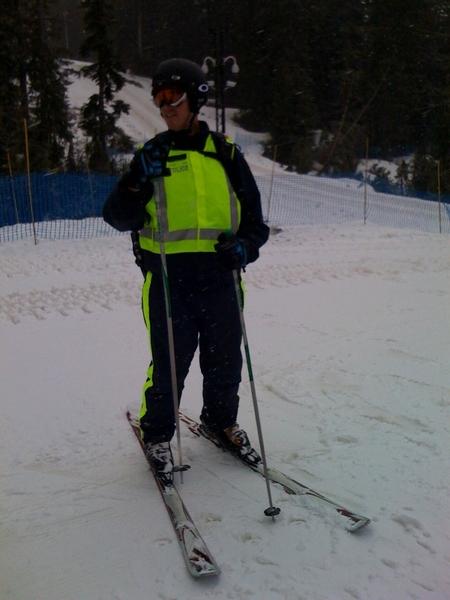 Politie agent op ski's buiten Vancouver