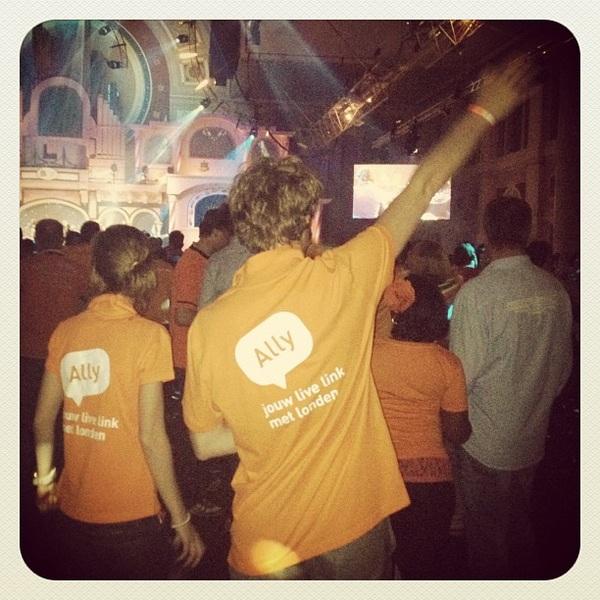 Kijk nou @allylive gespot op deze topavond in het #hhh2012!!