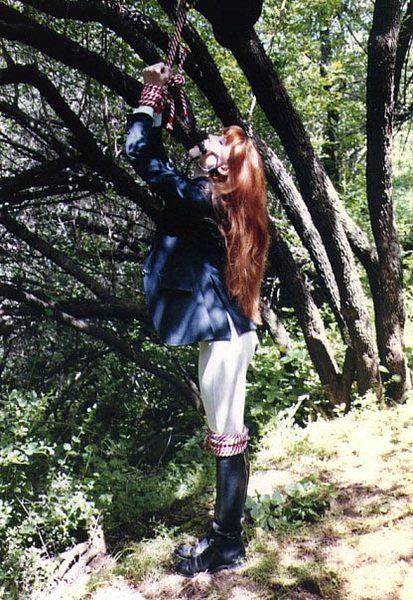 Another #FetteredFriday oldie, outdoor-bound equestrienne! #Bondage #NSFW