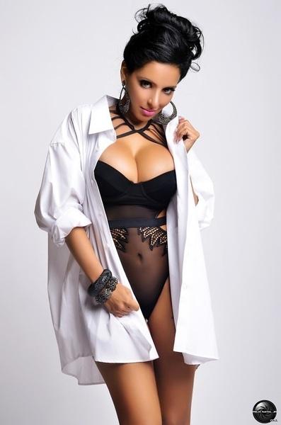 Follow the sexy @MISSMEENA now. Our love!!! #NakedSex69