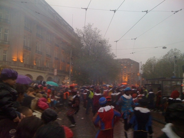 Hundreds of black Piets dancing on DJ Piesto at Leidse Square