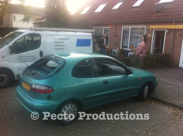 In #Ochten lagen de ruiten eruit van geparkeerde auto. Veel geruchten over oorzaak, oa schietpartij en/of boze eigenaar