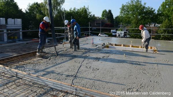 Vandaag is @bouwenisbeleven bezig met storten van de eerste verdiepingsvloeren van de #b-kavels #rosmalen #molenhoef