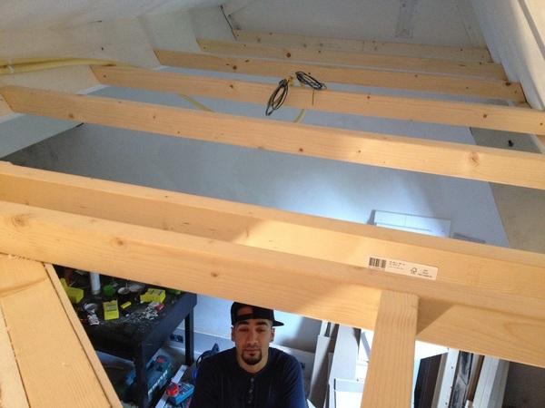 Dag 4 studio bouwen. Dakje erop. #almostthere